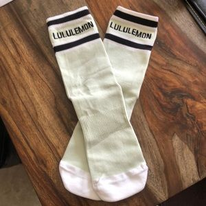 LULULEMON - NWOT Crew Socks (M/L)